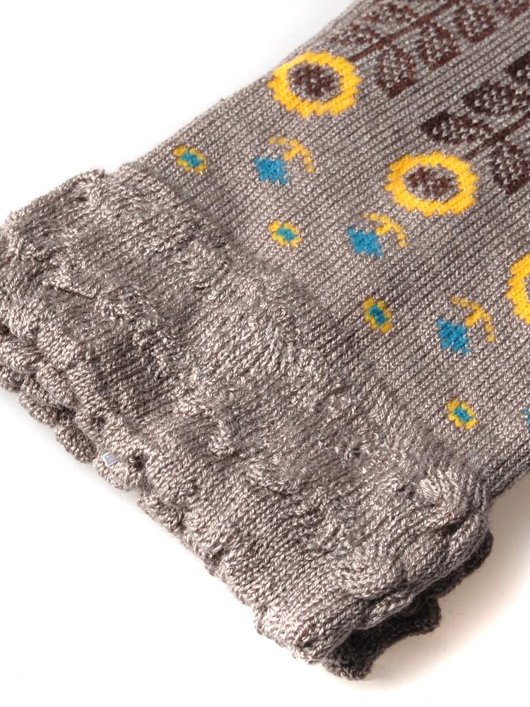 树叶花纹的袜子