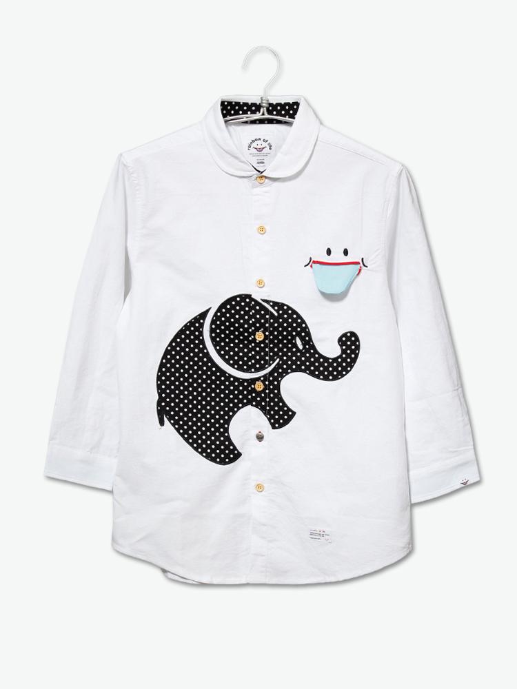 大象的贴布刺绣十分可爱,波点元素的设计提升细节感,胸前的笑脸口袋起