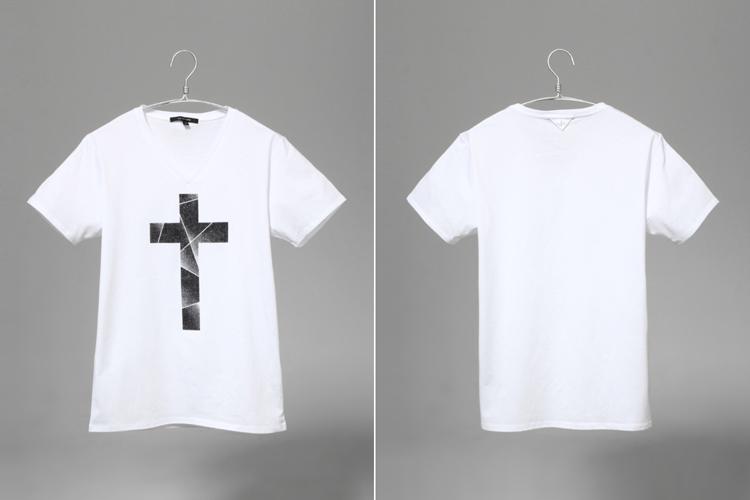 以创意及内涵见长的设计图案成为单品,十字架有回归到中世纪的意境