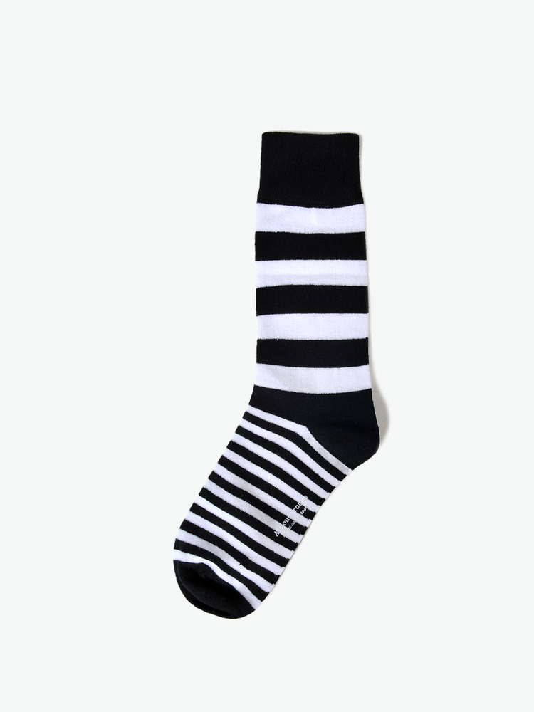 黑白条袜子做袜子娃娃详细 步骤