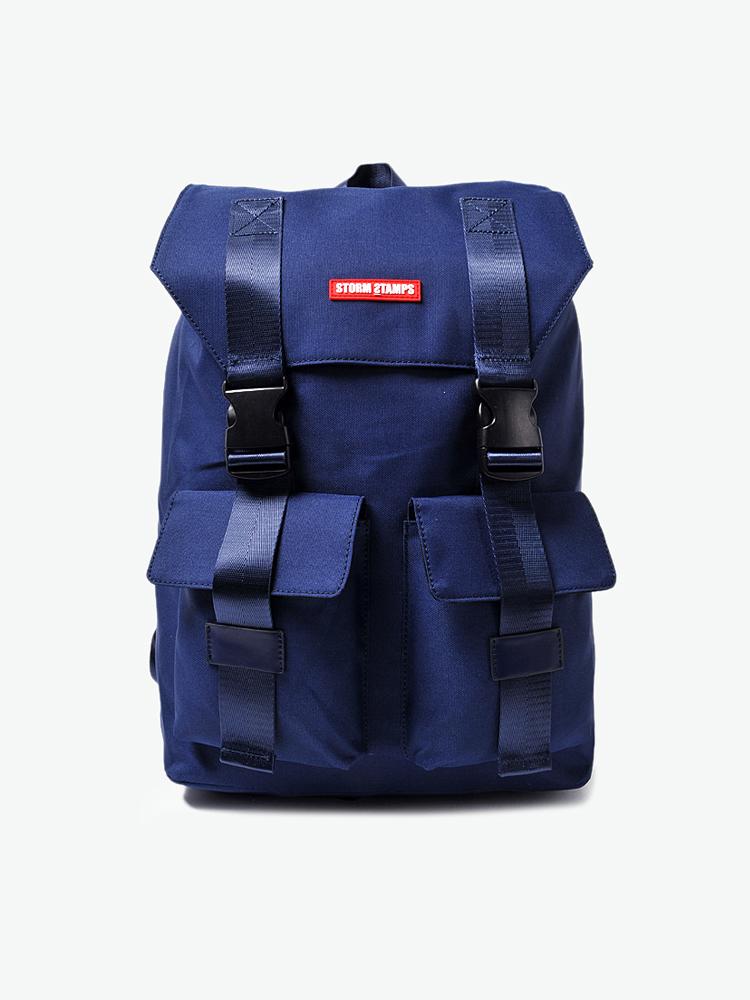 包,双肩包,托特包等一系列经典包款,设计上融合了时尚休闲和户外机能