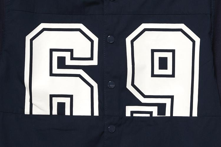 "5cm 数字图案衬衫,简约线条勾勒出合身轮廓,胸前印制数字""69"