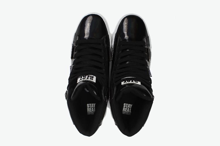 in one设计:  三种绑法造型:(1)鞋带造型 (2)活动式魔鬼沾拉链 (3)图片